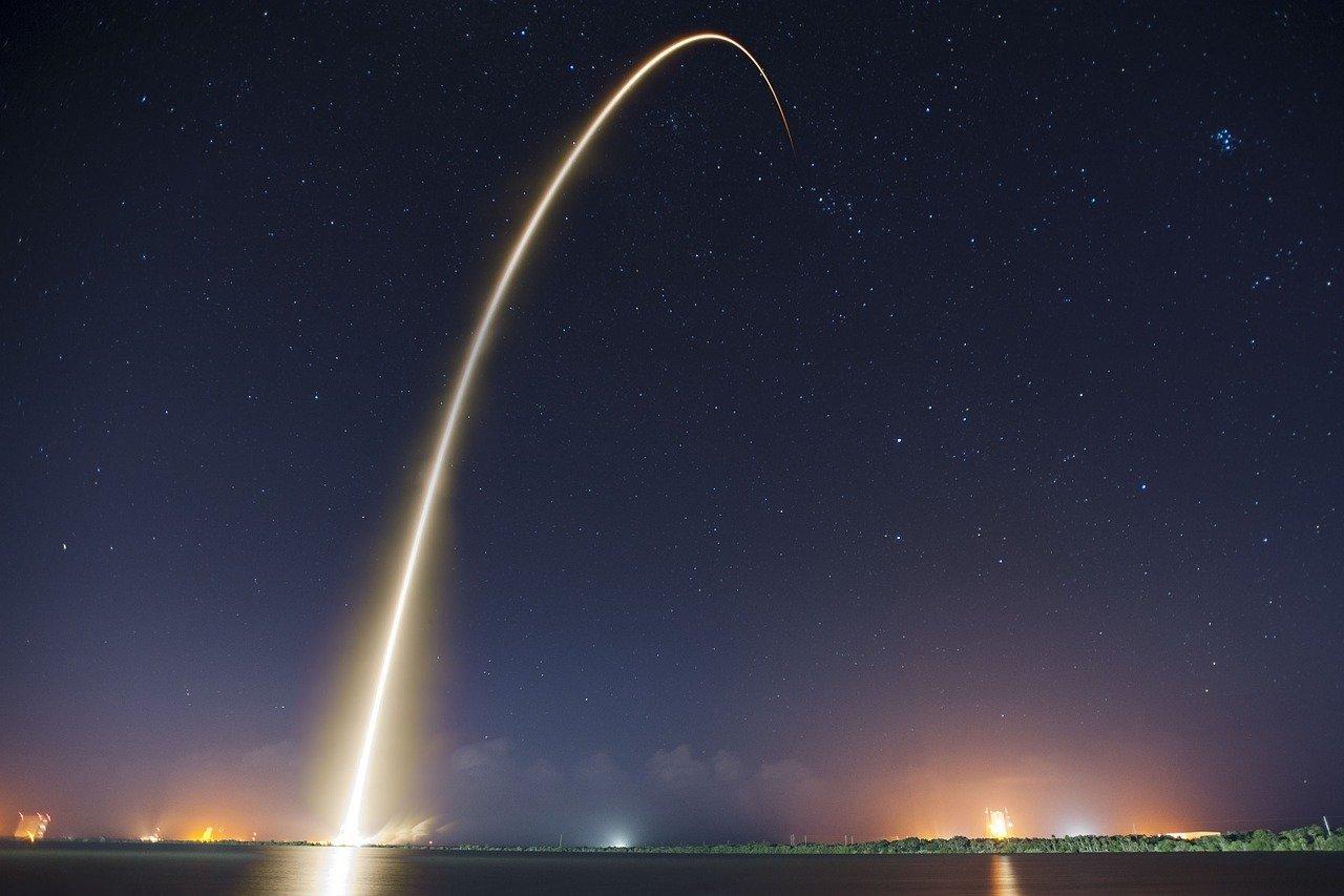 SPACEX, STARLİNK AĞI İÇİN 60 İNTERNET UYDUSUNU DAHA UZAYA FIRLATTI