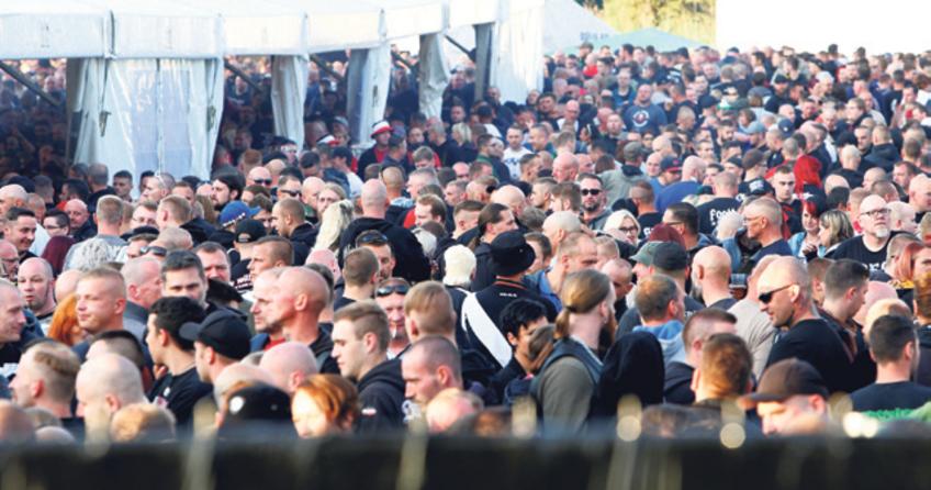 6 bin Neo-Nazi konserde buluştu
