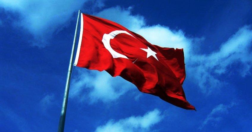 Arnavutluk Eğitim Bakanlığı, ülkedeki FETÖ bağlantılı okullara Türk bayrağı yasağı