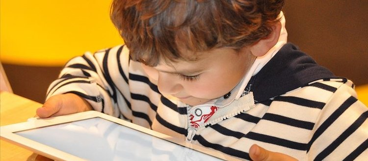 Ailelere yaz tatilinde 'dijital dünya' ile ilgili uyarılar