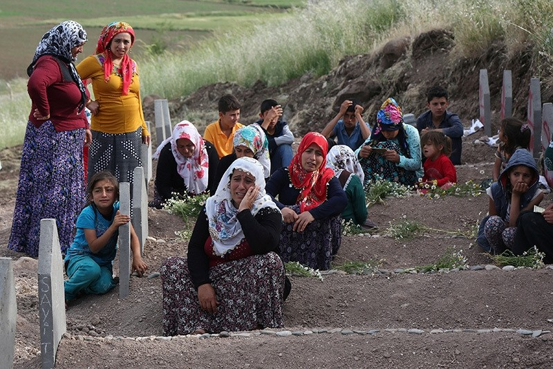 Family members of victims mourn at a cemetery in Du00fcru00fcmlu00fc village, the site of an explosion by PKK terrorists last week, near the southeastern city of Diyarbakir, Turkey May 19, 2016. (Reuters Photo)