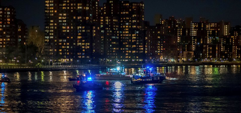 5 KILLED IN HELICOPTER CRASH INTO NEW YORK CITYS EAST RIVER