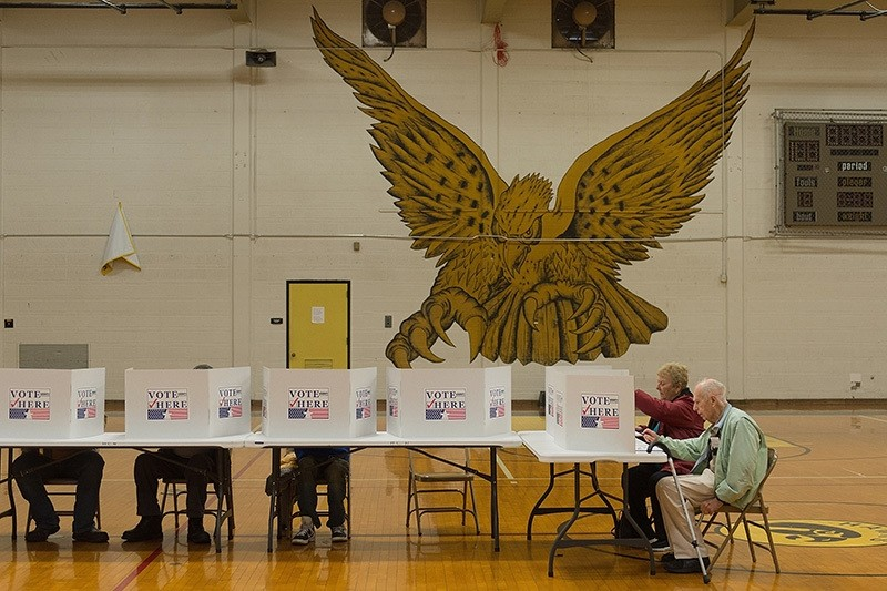 Voters cast their ballots at a polling station at Hazelwood Central High School on November 8, 2016 in Florissant, Missouri (AFP Photo)