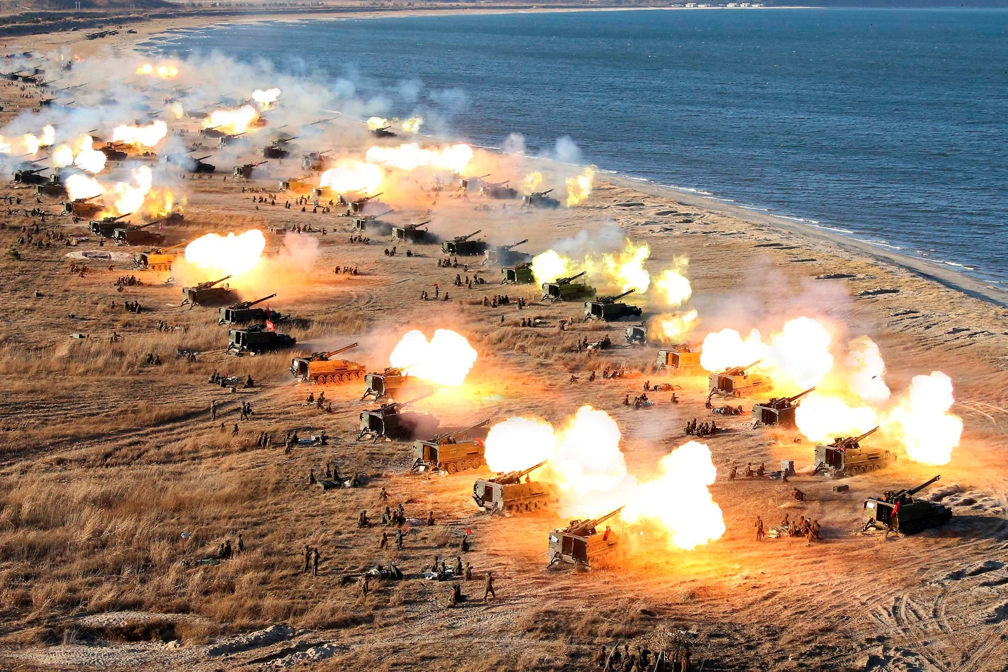 A general view shows a drill by North Korean Korean People's Army (KPA) artillery units on the front in this image released by North Korea's Korean Central News Agency (KCNA) in Pyongyang Dec. 2, 2016. (REUTERS Photo)
