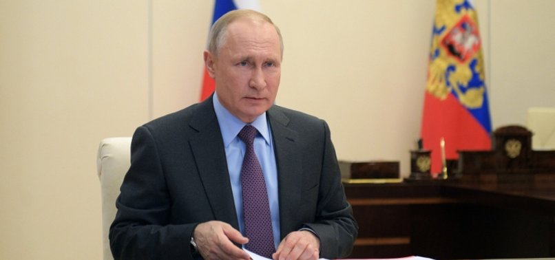 VLADIMIR PUTIN SUGGESTS SIZABLE OIL PRODUCTION CUT AS PRICES FALL