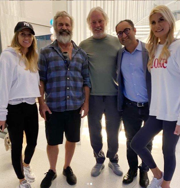 BEGÜM VE ADNAN ŞEN ÇİFTİ LOS ANGELES'TAKİ EVLERİNDE MEL GİBSON'I AĞIRLADI