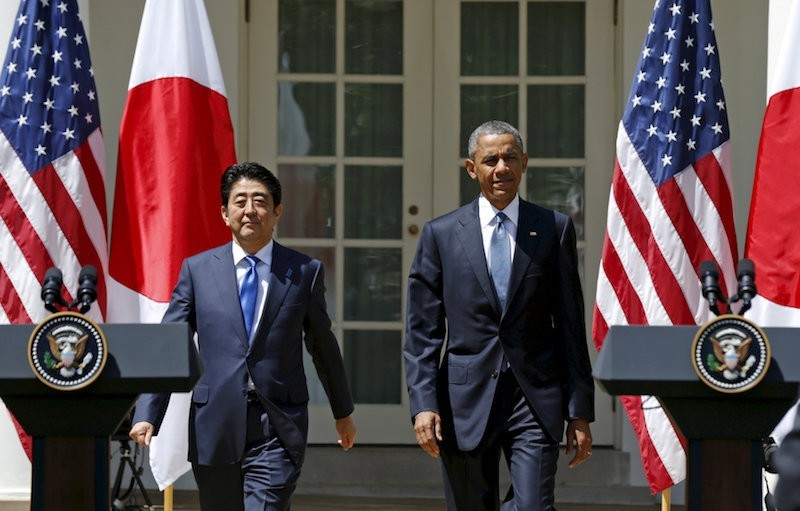U.S. President Barack Obama and Japanese Prime Minister Shinzo Abe arrive for a joint news conference in the Rose Garden of the White House in Washington, April 28, 2015. (Reuters Photo)