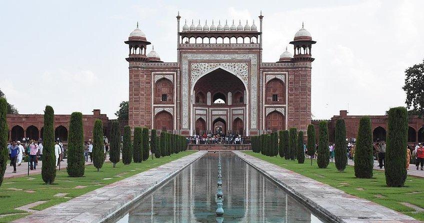 Tac Mahal'in minareleri devrildi