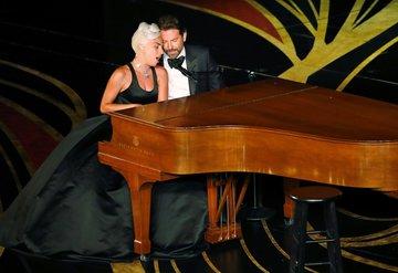 Lady Gaga ve Bradley Cooper Oscarda sahne aldı