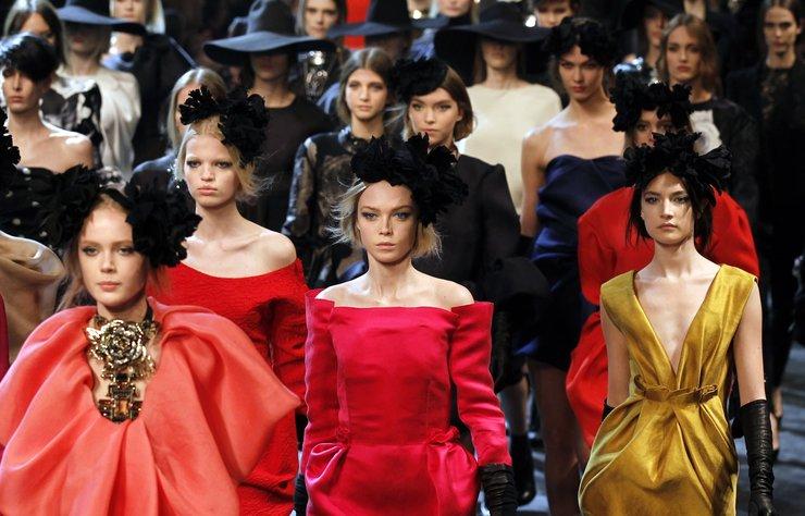 Moda dünyası bir süredir inzivada olan önemli yetenek Alber Elbaz'ın dönüşüne şahit oluyor bugünlerde.