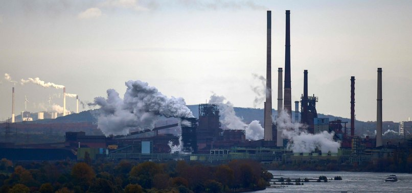 GERMAN ECONOMY GROWS SLIGHTLY IN 3Q, STAVING OFF RECESSION