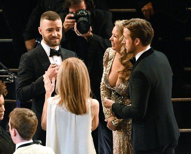 Ryan Gosling'in yanındaki gizemli kadın geceye damga vurdu