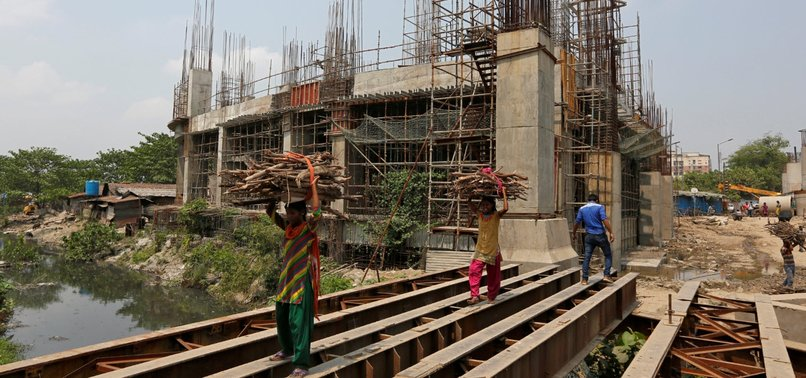 INDIA'S ECONOMIC GROWTH RATE HITS 6-YEAR LOW
