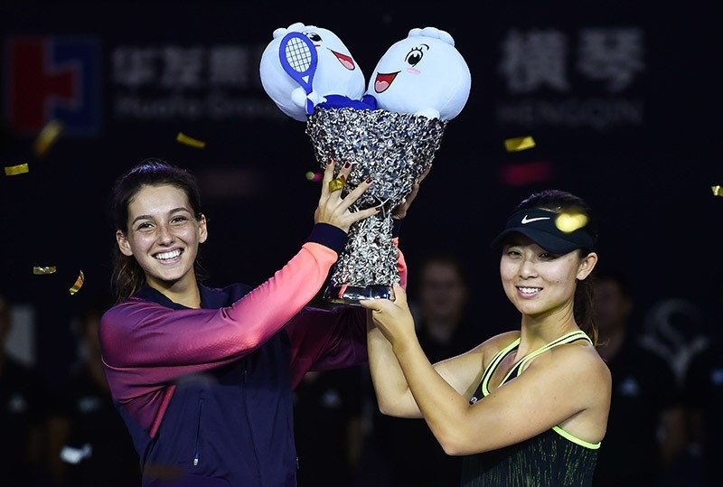 u0130pek Soylu and her partner Xu Yifan holding the cup at  WTA Elite Trophy tournament in China. (AA Photo)