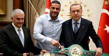 President Erdoğan hosts boxing champ Manuel Charr
