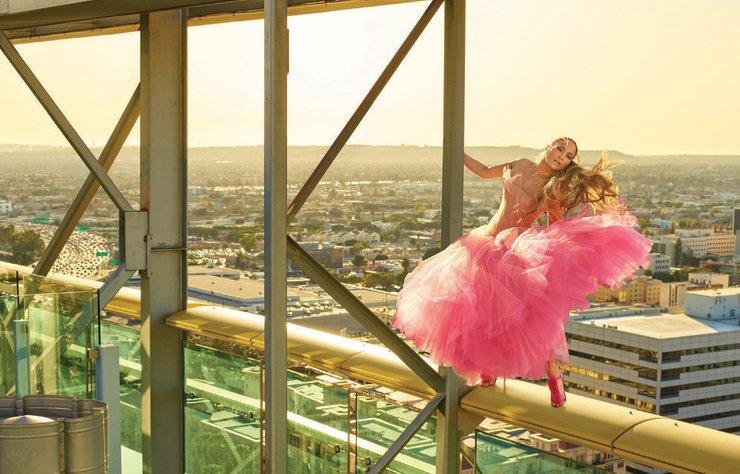 ABD'li şarkıcı ve oyuncu Jennifer Lopez, Harper's Bazaar'ın Amerika edisyonuna kapak oldu.