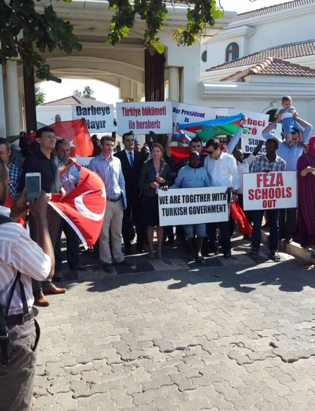 Turks living in Tanzania call for closure of Gülen schools, condemn the coup attempt
