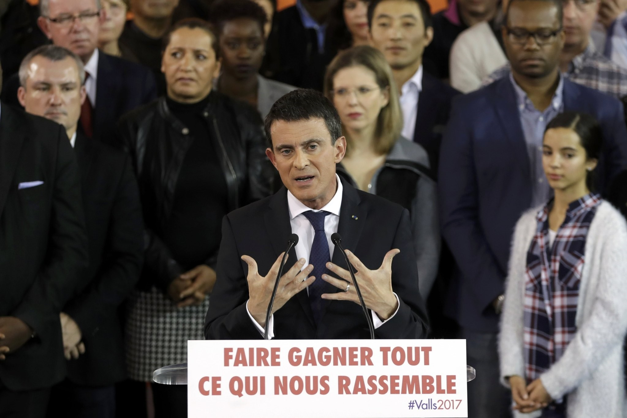 French Prime Minister Manuel Valls attends a news conference to announce that he is a candidate for January's Socialist presidential primary, December 5, 2016. (REUTERS Photo)
