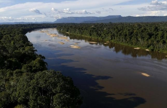 Uraricoera River is seen during Brazilu2019s environmental agency operation against illegal gold mining on indigenous land, in the heart of the Amazon rainforest, in Roraima state, Brazil April 15, 2016. (Reuters Photo)