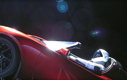 Tesla, Roadsterı uzaya göndererek Paranın satın alamayacağı reklamı yaptı