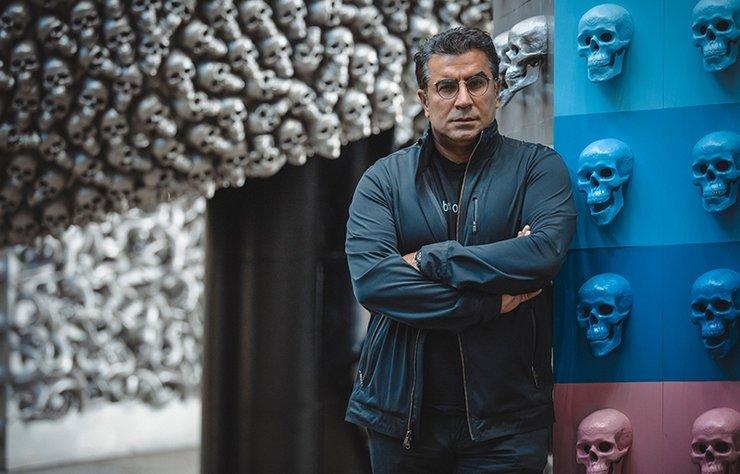 Bodrum'da iki farklı adreste yaz boyunca sergiler düzenleyip sanatı tatilcilerin ayağına götüren Pilevneli Gallery'nin sahibi Murat Pilevneli, şimdi de Diyarbakır'da sergi açıyor.