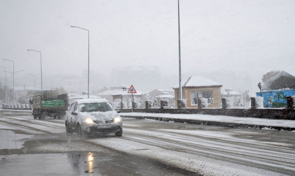 Ardahan'da kar ve fırtına