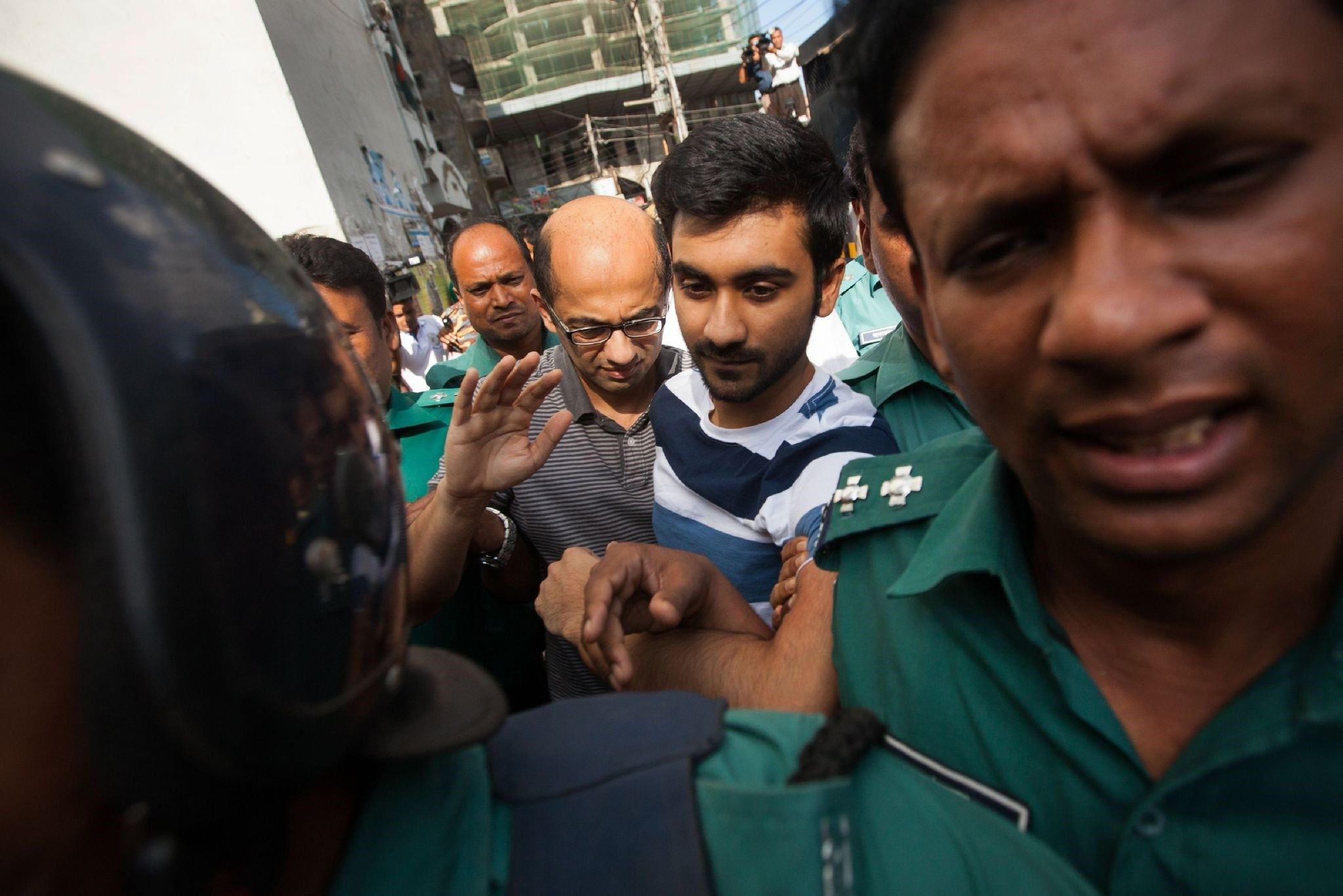 Bangladesh police escort former North South University teacher, Hasnat Karim (C-L)) and Canadian university student, Tahmid Hasib (C-R) towards the court as suspects on August 4, 2016. (AFP Photo)