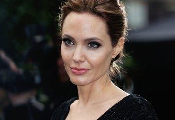 Angelina Jolie sarışın!