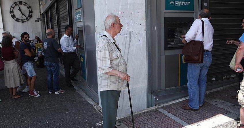 Yunanistandaki kriz halkı sıkmaya devam ediyor