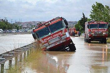 Yağmur İstanbul'u teslim aldı