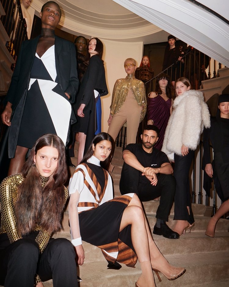 Burberry Sonbahar/Kış 2021 Koleksiyonu Kadınlığa Övgü
