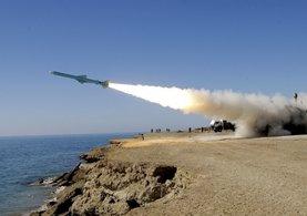 ABD savaş gemisine iki füze fırlattılar