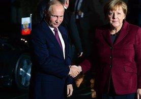 Merkel'den Putin'e çağrı