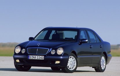 MERCEDES-BENZ E200'ÜN PERFORMANSI AZALDI