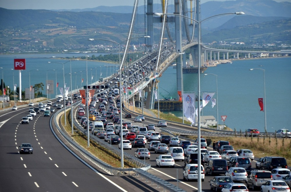 Thousands of motorists took to the bridge as they headed for their Bayram holidays. (AA Photo)