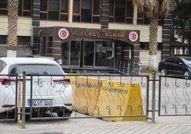 Akçakale'de kamu kurumlarına çıkan yollar kapatıldı
