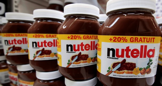 Jars of Nutella chocolate-hazelnut paste are displayed at a Carrefour hypermarket in Nice, France, April 6, 2016. (REUTERS Photo)