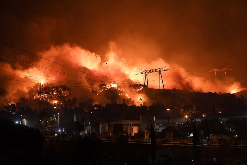 France mobilized 1,500 firefighters August 10, 2016 to deal with wildfires in the countryside north of Marseille that have gutted buildings and forced more than 1,000 people to flee their homes. (AFP Photo)