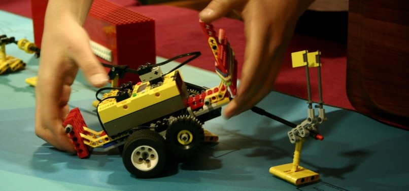 ROBOTS WITH AI TO COMPETE AT INTL TOURNAMENT