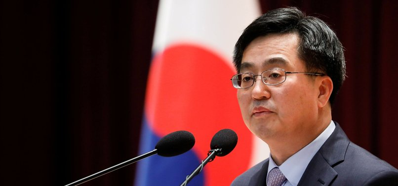 S.KOREAS PRESIDENT MOON FIRES FINANCE MINISTER, POLICY CHIEF