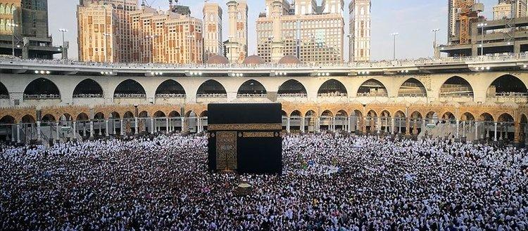 Suudi Arabistan ülkede ikamet edenlerin umre ziyaretlerini durdurdu