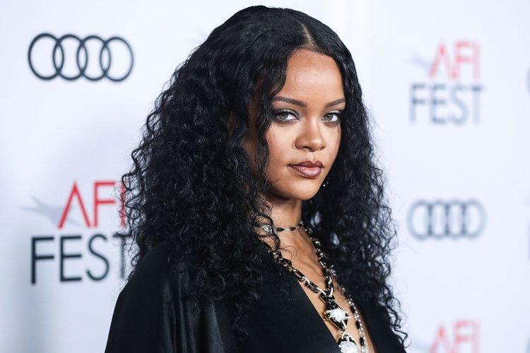 Rihanna'dan çocuk açıklaması geldi!