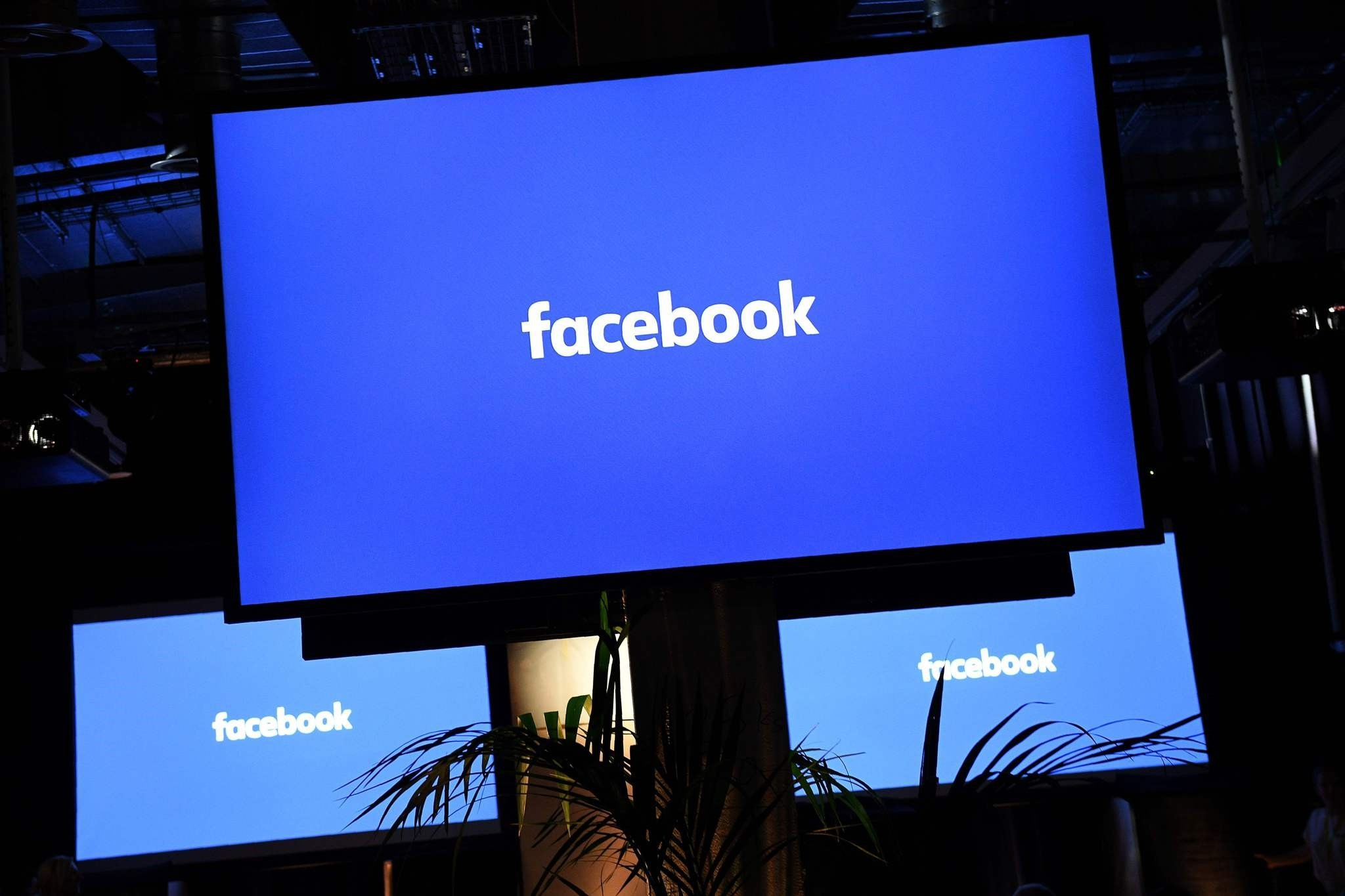 A Facebook logo is pictured on a screen ahead of a press conference to announce the launch of it's latest product ,Workplace,, in central London on October 10, 2016. (AFP Photo)