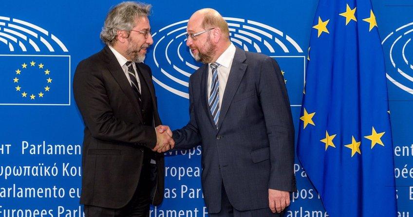 Schulzun hain aşkı!