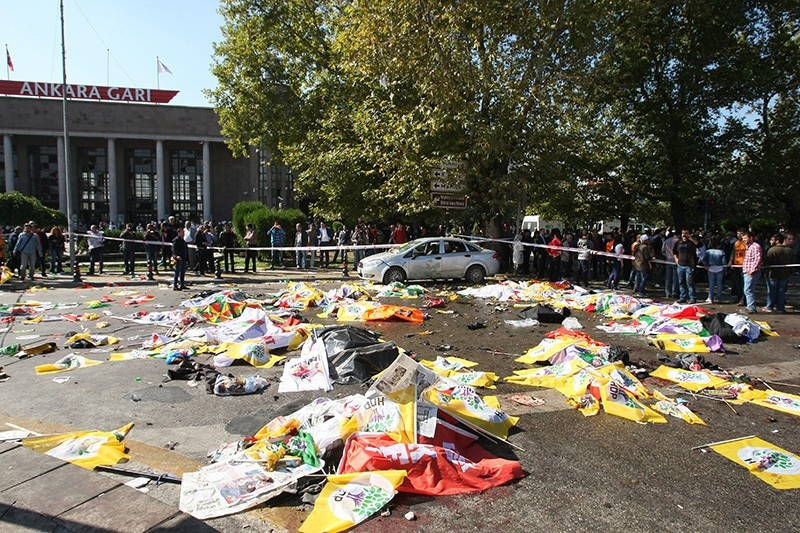 Bodies covered with flags and banners seen lying on the road in front of Ankara's main train station after the bombing on Oct. 10, 2015. (Photo: Sabah / Ali Ekeyu0131lmaz)