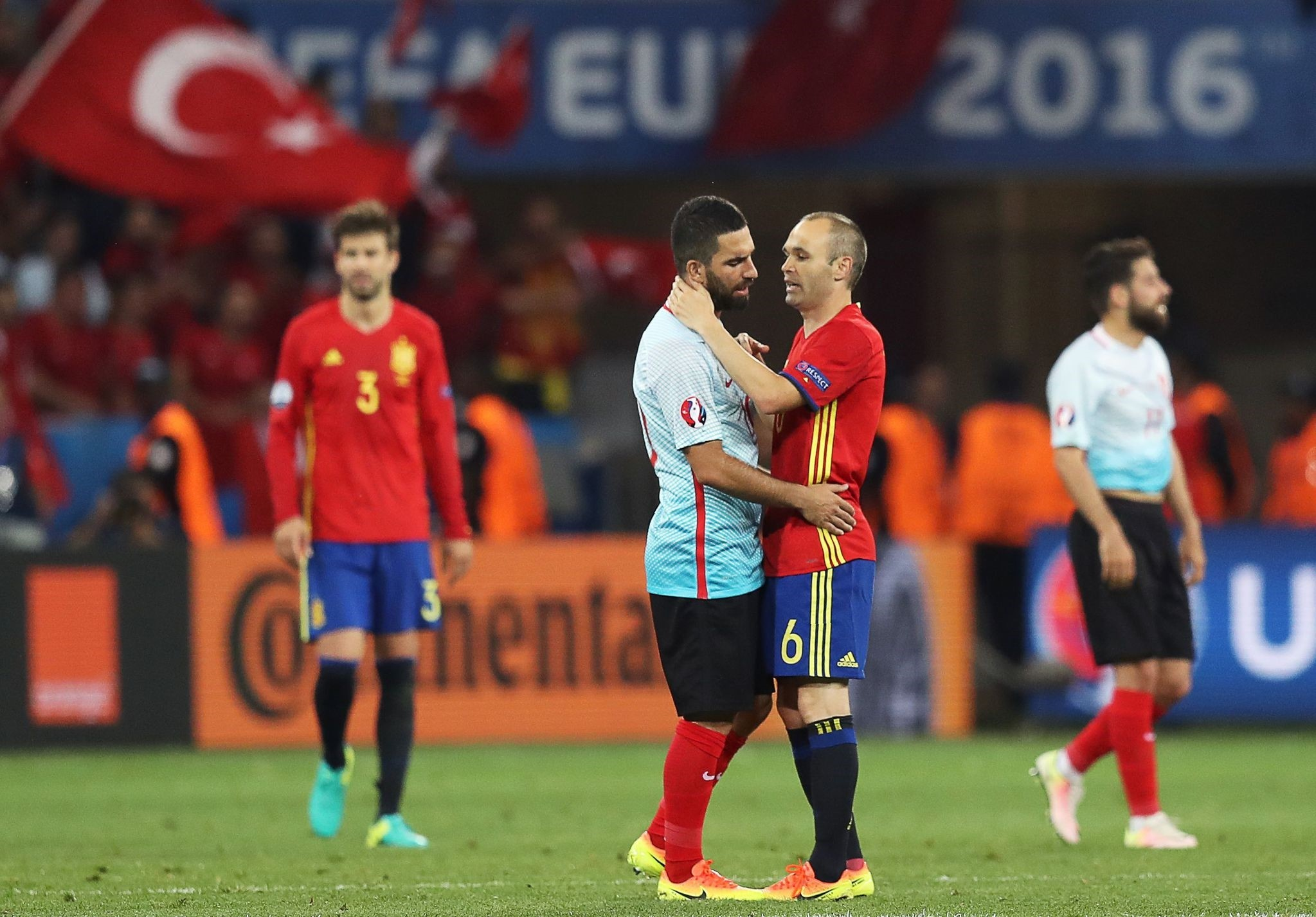 Spain's midfielder Andres Iniesta (C-R) encourages Turkey's midfielder Arda Turan (C-L) following the Euro 2016 group D football match between Spain and Turkey stadium in Nice on June 17, 2016.  (AFP PHOTO)