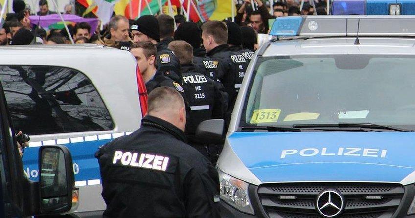 Almanyada PYD/PKK yandaşları SPD binasını bastı