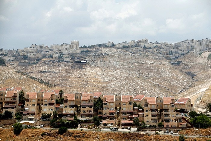 Houses are seen in the West Bank Jewish settlement of Maale Adumim as the Palestinian village of Al-Eizariya is seen in the background May 24, 2016. (Reuters Photo)