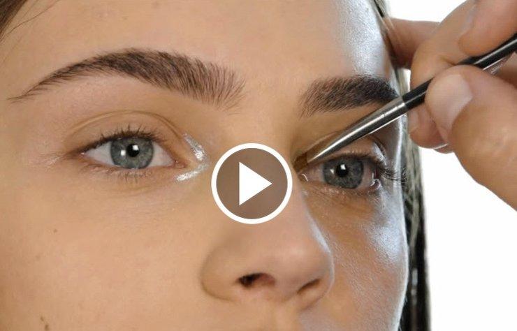 Birbirinden farklı 7 eyelıner uygulaması 3 dakikalık videomuzda.