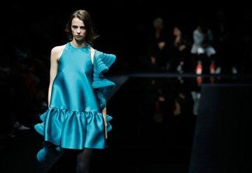 Modanın öncüsü Armani'den seyircisiz defile!